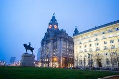 Monumentet för konung Edward VII och leverbyggnaden, Liverpool Fotografering för Bildbyråer
