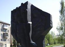 Monumentet göras av gjutjärn - Ryssland - Berezniki 10 Juni 2017 Royaltyfria Bilder