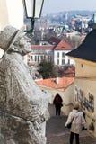 Monumentet med den cityscapeprague sikten Arkivfoto