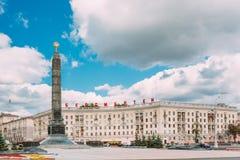 Monumentet med den eviga flamman i hedern av Victory Of The Soviet Army tjäna som soldat Fotografering för Bildbyråer