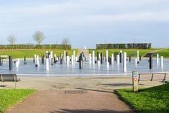 Monumentet och pelare för MK den rosa under molnig himmel, Milton Keynes Arkivfoto