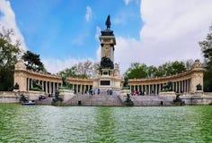 Monumentet till Alfonso XII, Retiro parkerar, Madrid royaltyfri fotografi