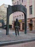 Monumentet till Bulat Okudzhava på Stary Arbat, Moskva, Ryssland Royaltyfri Fotografi