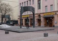 Monumentet till Bulat Okudzhava på Stary Arbat, Moskva, Ryssland Fotografering för Bildbyråer