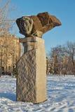 Monumentet till den stora ryska poeten Alexander Pushkin sned Arkivfoton