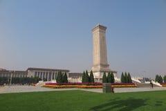 Monumentet till folkhjältarna i den Tiananmen fyrkanten i Peking Kina Arkivbilder