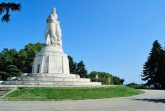 Monumentet till ryssen tjäna som soldat i Varna, Bulgarien Royaltyfri Bild