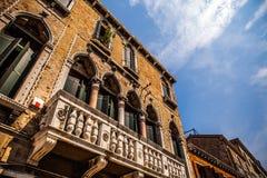Monumenti architettonici famosi e facciate variopinte di vecchio primo piano medievale n Venezia, Italia delle costruzioni Immagini Stock