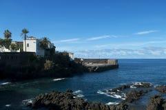 Monumenti storici che affrontano oceano in Tenerife Fotografia Stock Libera da Diritti