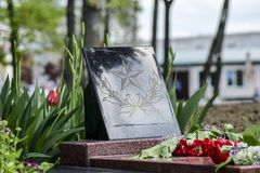 Monumento à memória dos libertadores inoperantes das guerras do exército fascista Flama eterno Fotos de Stock