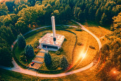 Monumento à opinião aérea caída dos partidários imagens de stock