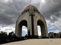 Monumento à revolução mexicana em um dia nebuloso Fotos de Stock Royalty Free