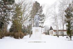Monumento ad un soldato sconosciuto nel parco fotografie stock