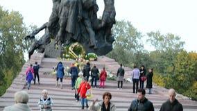 Monumento ai cittadini ed ai prigionieri sovietici, Babi Yar a Kiev, Ucraina, video d archivio