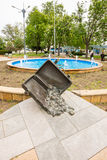 Monumento ai viaggiatori sul cortile esterno di Bourgas in Bulgaria Fotografia Stock Libera da Diritti