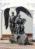 Monumento al apóstol y al evangelista John del santo en Minsk Foto de archivo