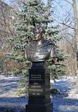 Monumento al general del ejército, dos veces héroe de la Unión Soviética Ivan Chernyakhovsky imagen de archivo libre de regalías