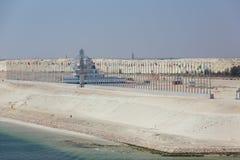 Monumento al lado del nuevo canal de Suez Imagen de archivo