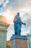 Monumento al mariscal de campo Prince Barclay de Tolly en el fondo de la catedral de Kazán en St Petersburg, Rusia Fotografía de archivo