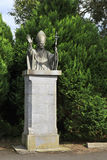 Monumento al sacerdote en la abadía de Holycross Foto de archivo libre de regalías