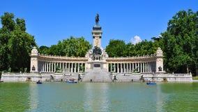 Monumento a Alfonso XII en el parque de Buen Retiro, Madrid, España imagen de archivo