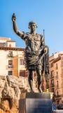 Monumento all'imperatore Octavian Augustus - il fondatore di Saragozza, Spagna Primo piano verticale immagini stock