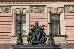 Monumento all'imperatore Paolo I nel cortile del palazzo di Mikhailovsky Immagini Stock