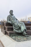 Monumento allo scrittore russo Anton Chekhov davanti a ricerca medica ed al centro scolastico dell'università di Stato di Mosca Fotografia Stock Libera da Diritti