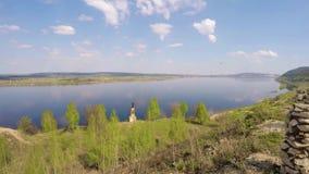 Monumento allo stato antico Volga Bulgaria sull'alta banca del fiume Volga Vista del primo piano archivi video