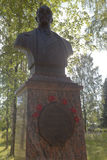Monumento a almirante Nikolai Gerasimovich Kuznetsov de Ustyuzhans en Veliky Ustyug, región de Vologda Foto de archivo