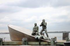 Monumento americano del ` s de Mariner del comerciante situado en el parque de batería en Manhattan céntrica fotografía de archivo libre de regalías