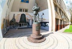 Monumento ao coordenador do russo perto de uma universidade técnica em Sama Imagem de Stock Royalty Free