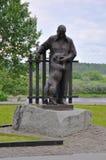 Monumento ao escritor Konstantin Paustovsky em Tarusa, região de Kaluga, Rússia Imagens de Stock