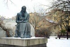 Monumento ao escritor lituano de Zemaite (1845-1921) - foto de stock royalty free