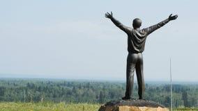 Monumento ao primeiro cosmonauta Yuri Gagarin Ruyan, Sibéria, Rússia video estoque