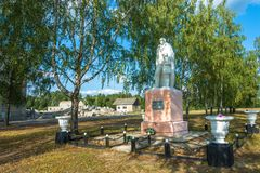 Monumento aos compatriotas do soldado-companheiro que morreram na grande pancadinha imagens de stock