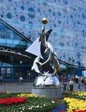 Monumento aos golfinhos que jogam com uma bola Foto de Stock Royalty Free