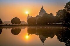 Monumento arquitectónico de Victoria Memorial en la puesta del sol Imagen de archivo libre de regalías