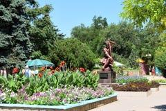 Monumento Ashik Omer en el parque imágenes de archivo libres de regalías