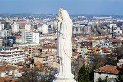 Monumento bendecido de la Virgen María en Haskovo, Bulgaria Imagen de archivo