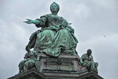 Monumento bonito à imperatriz contra o céu Foto de Stock Royalty Free