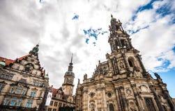 Monumento Bronze e cattedrale medioevale Immagini Stock