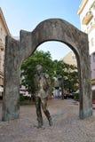 Monumento a Bulat Okudzhava en los monumentos viejos de Arbat - de Moscú fotografía de archivo