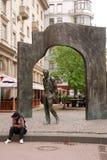 Monumento Bulat Okudzhava na rua de Arbat em Moscou Fotos de Stock Royalty Free