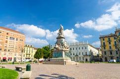 Monumento Camillo Benso conte Di Cavour statua na piazza Carlo Emanuele II fotografia stock