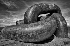 Monumento a catena rotto in B&W fotografie stock libere da diritti