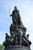 Monumento a Catherine The Great en el cuadrado de Ostrovsky Foto de archivo libre de regalías