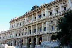 Monumento a Cavour sul quadrato del suo nome con la corte a Roma, Fotografia Stock