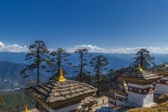 108 monumento Chortens del paso de Dochula en Timbu, Bhután imagen de archivo