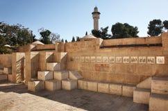 Monumento cristiano sopra via Dolorosa - sollievi di passione di Gesù a Gerusalemme l'israele immagine stock libera da diritti